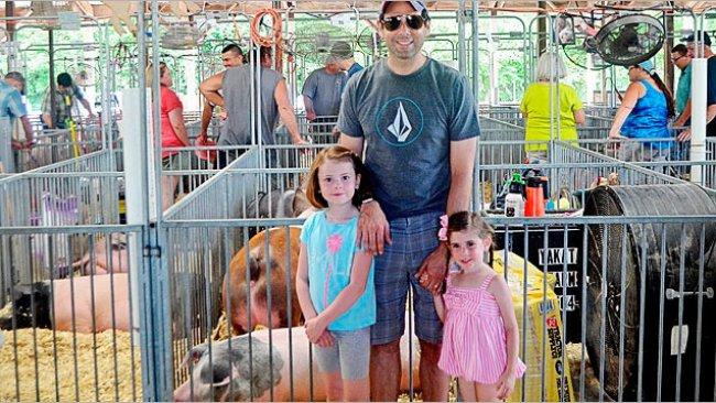 As feiras agrícolas são eventos educativos para jovens e para o público em geral para que possam aprender sobre agricultura e sistemas de produção de alimentos.