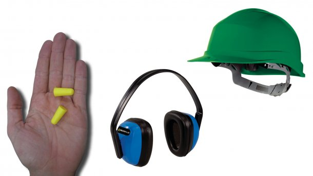 Los tapones auditivos pueden reducir la exposición al ruido si se utilizan correctamente. Los auriculares antiruido pueden ser igual o más efectivos, aunque son más incómodos de llevar con un gorro o casco.