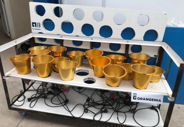 Foto 1: Carro desenhado para a secagem e armazenamento de candeeiros de aquecimento das maternidades (foto cortesia da Grangenia)