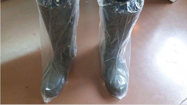 Foto 1. Las botas de plástico ayudan a prevenir la contaminación cruzada a través del calzado.