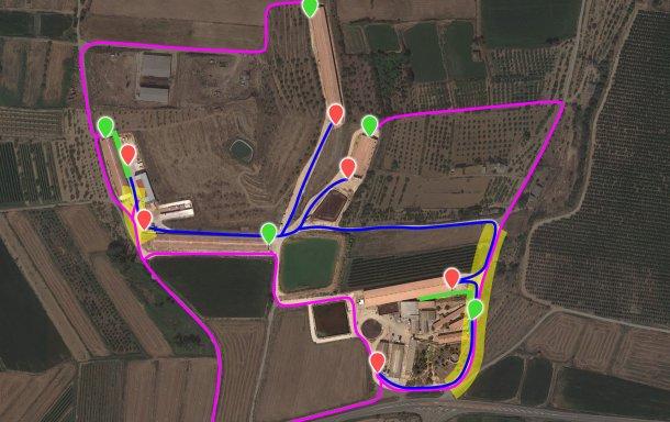 Imagem 7. Representação das modificações propostas incorporando os novos cais de carga (pontos verdes). A zona de risco de contaminação cruzada (risco amarelo) entre o cais de carga interno (azul) e o externo (lilás) foi reduzida a 2 pontos graças à abertura/adequação de caminhos e à modificação da cerca.