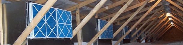 Imagen del ático con cajas de filtros de una granja de madres adaptada al sistema de filtración del aire.